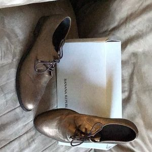 Brand New, Size 9.5, Banana Republic metal